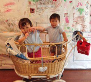 双子用ベビーカー。