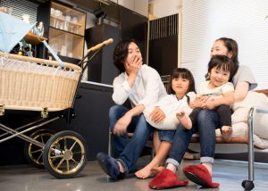 家族の集まるリビングに、赤ちゃんの居場所を。